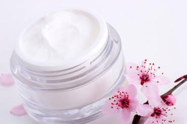 ¿Cuál es la diferencia entre crema, fluido y sérum?